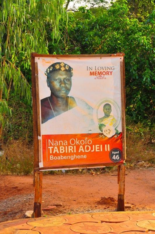 Cartel conmemorando la muerte de un lugareño