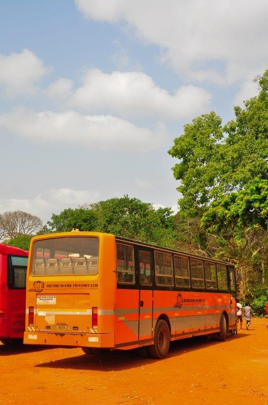 Bus escolar que me llevó hasta Kintampo