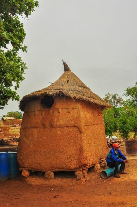 Granero Lobi cerca de Gaoua